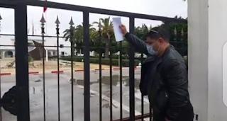 منع نائب الشعب وليد الجلاد من الدخول لمقر ولاية نابل بعد تواصله مع المعتصمين
