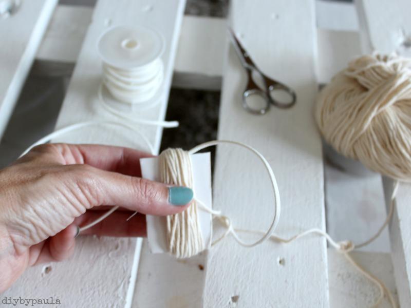 Diy by paula collar tnico con borlas y cuentas de madera - Como hacer borlas de hilo ...