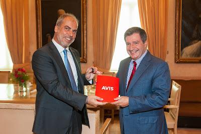 Η Avis στηρίζει το έργο του Δήμου Αθηναίων για τους πρόσφυγες