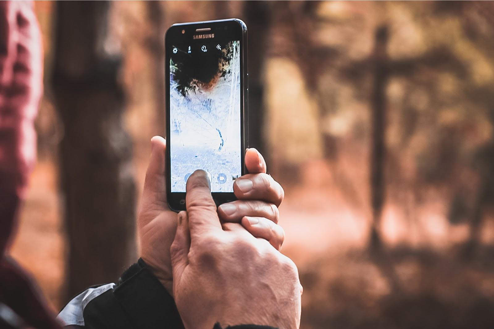 smartfon robi zdjęcie