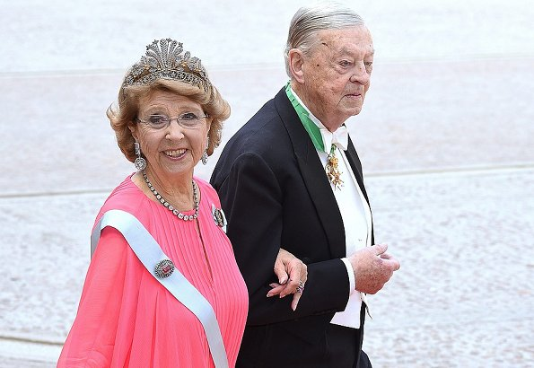 Swedish Royal Court announced on Tuesday evening the death of Baron Niclas Silfverschiöld, the husband of Princess Désiree, at the age of 82.
