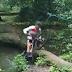 Vídeo de la caída y chapuzón de Mathieu van der Poel con su MTB
