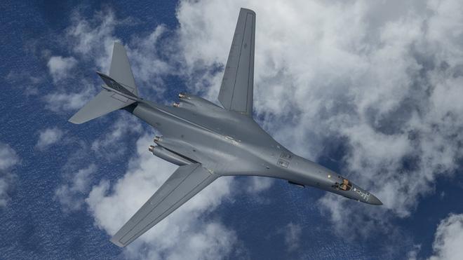 Vì sao Nga phải cần tới 3 tiêm kích Su-35 để đánh chặn máy bay ném bom B-1B Lancer của Mỹ?