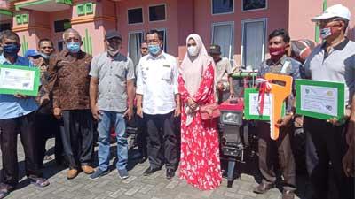 Rusma Yul Anwar serahkan 25 unit alat mesin pertanian