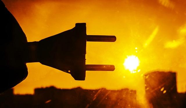 باحثون يطورون جزيءًا لتخزين الطاقة الشمسية