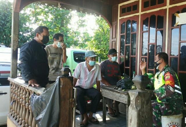 Babinsa Yuniaro Zebua Ajak Karyawan PT ABM Melakukan Vaksinasi di Mess Kodam