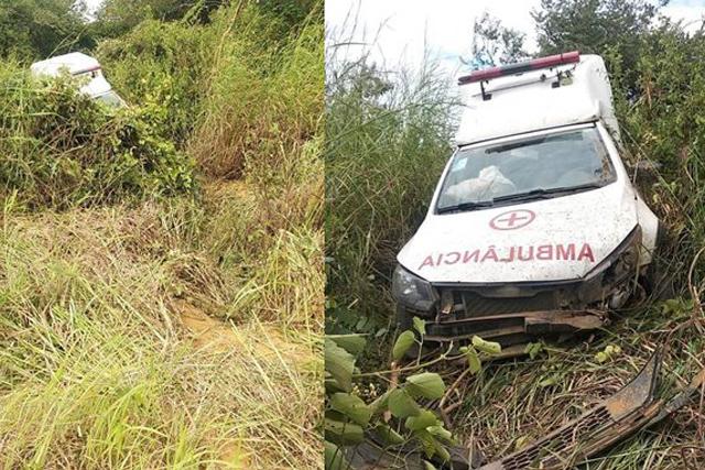 Ambulância de Guanambi desce ribanceira na BA-936