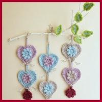 Corazones colgantes crochet