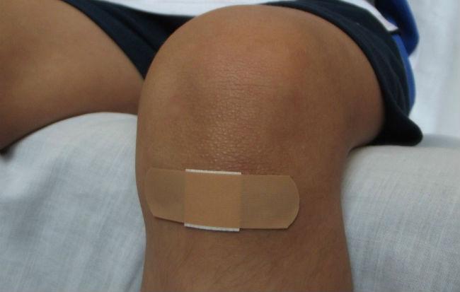 Cerotto su ginocchio ferito