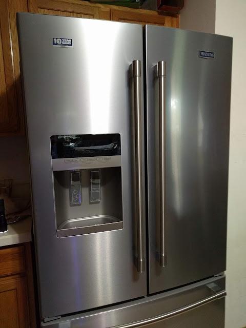 Lowes koukku jääkaapissa