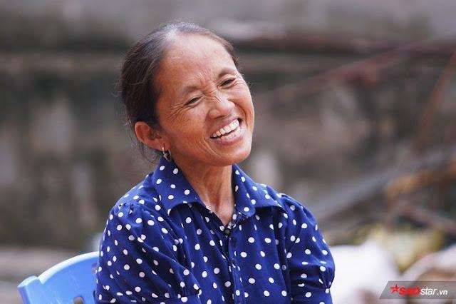 Chiếc áo chấm bi mà Vlog nào Bà Tân cũng mặc có ý nghĩa siêu đặc biệt