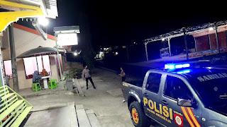 Amankan Wilayah, Personel Polsek Anggeraja Rutin Patroli Blue Light
