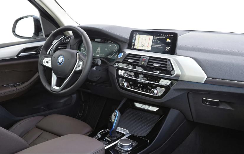سيارة BMW iX3
