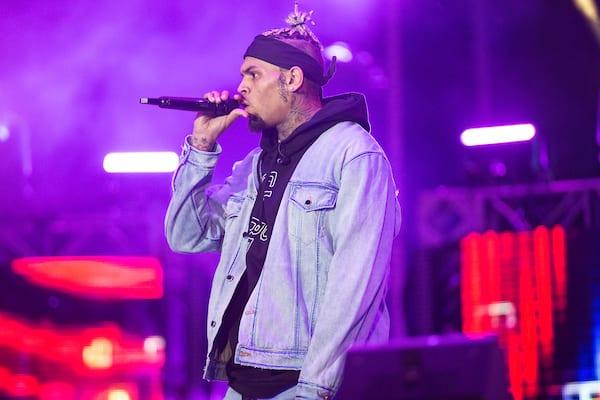 Os fãs de Chris Brown estão convencidos deque ele revelou o nome do filho recém-nascido