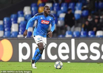 PSG chê đắt, M.U rộng đường đón trung vệ thép Napoli