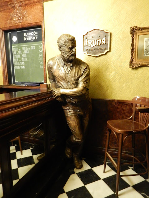 Estatua de Hemingway, Café Iruña, Pamplona, Navarra, Elisa N, Blog de Viajes, Lifestyle, Travel