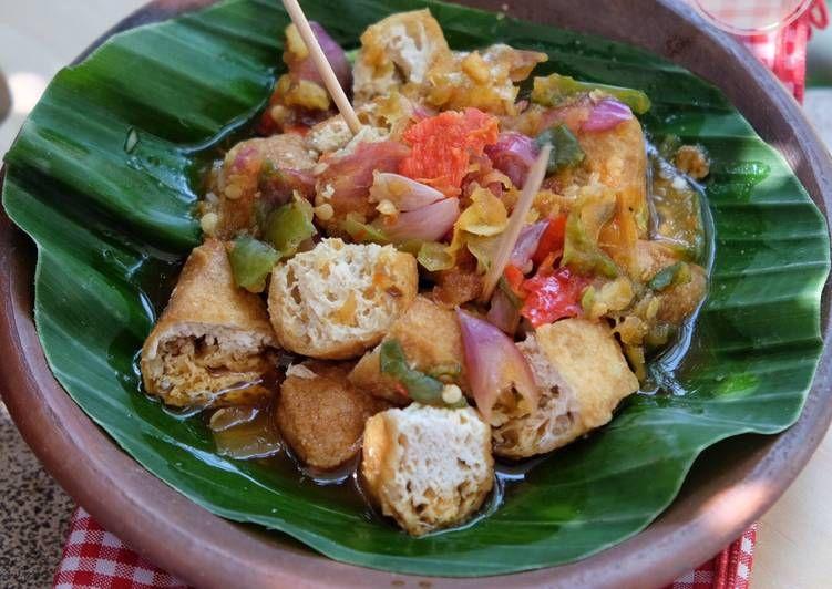 Menikmati Tahu Gejrot.. Jajanan Tradisional Indonesia