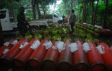 1862741570 Polisi Bongkar Sindikat Gas Oplosan yang Rugikan Negara hingga Rp 7 Miliar