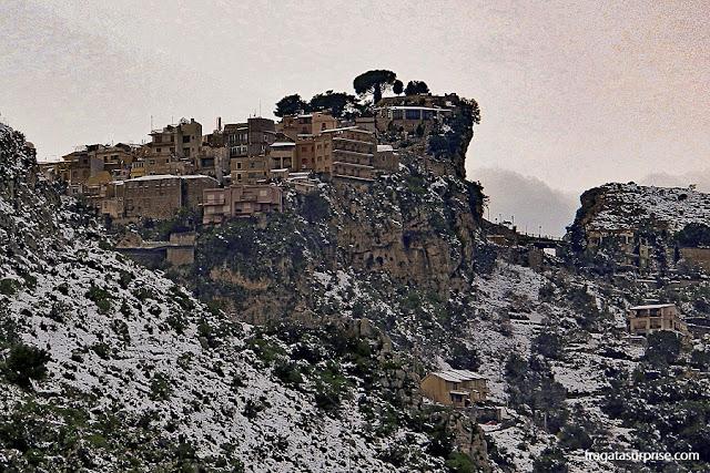 Castelmola vista do Teatro Grego de Taormina, Sicília