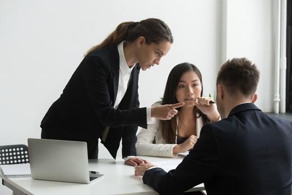 assedio-no-trabalho-7-consequencias-para-a-vida-pessoal-e-profissional