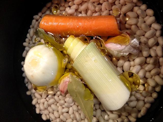 Recepta Fesols de Santa Pau amb porro, pastanaga i ceba per coure