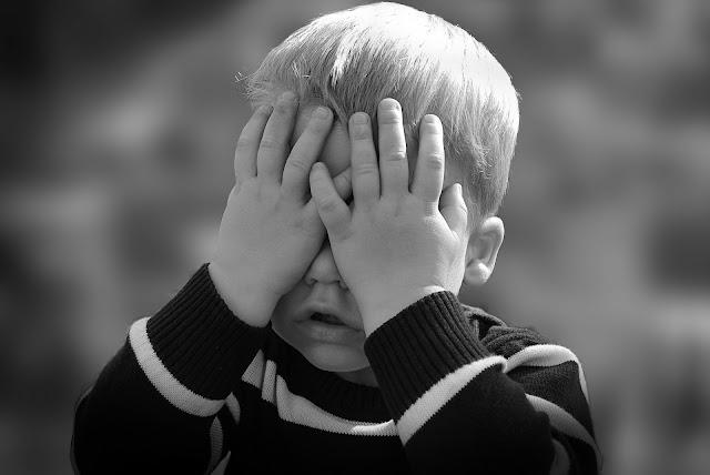 Cara mengatasi anak pemalu dan penakut