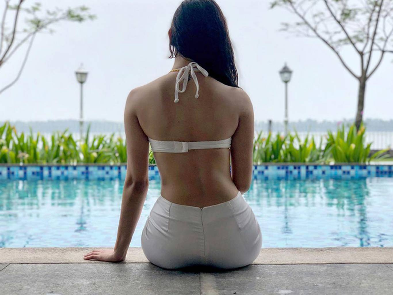 Actress Amyra Dastur Latest Hot Photo in Bikini
