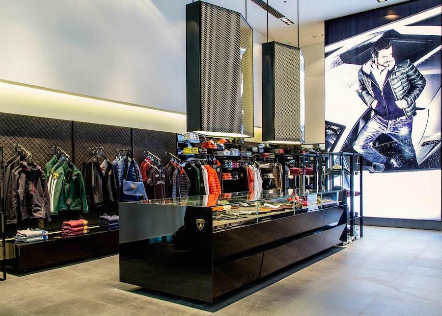 ランボルギーニがドバイにファッションアイテムなどを扱う専門ショップをオープン