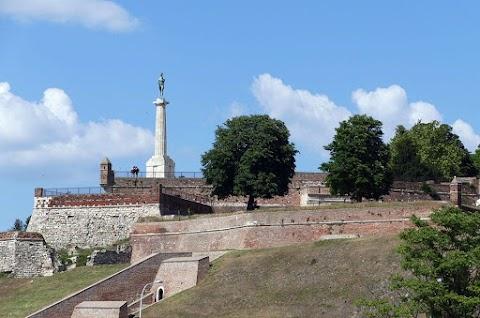 Eltávolították a belgrádi vár bástyájáról a Győztes elnevezésű szobrot, a város jelképét