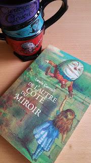 De l'autre côté du miroir aux pays des merveilles de Lewis Carroll