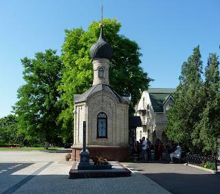 Микільське. Свято-Успенський Миколо-Василівський монастир. Каплиця з мощами отця Зосими