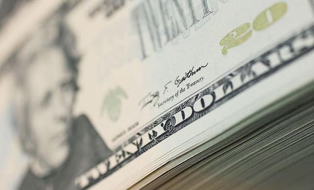 Dólar sigue bajando