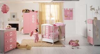 Habitación de bebé en rosa y amarillo