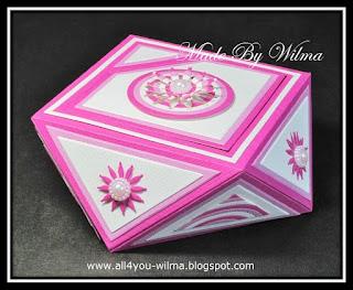 Juwelendoosje (gemstone box, faceted gift box) met bloemen en in stukken geknipte cirkels. Jewelery box (gemstone box, faceted gift box) with flowers and cut circles.