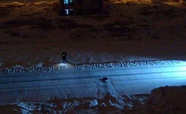 Urfa'ya yağan kar ile ilk romantik teklif geldi