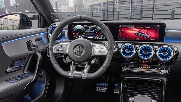 Interior Mercedes AMG A 35 4Matic Sedán