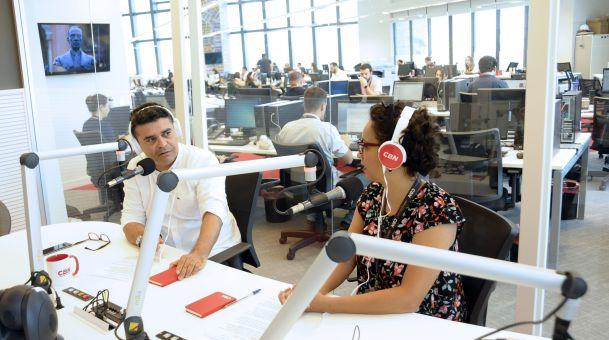 """Novo estúdio da CBN, na Avenida Marginal do Rio Pinheiros, em São Paulo: facilitando a """"sinergia"""" entre seus diversos veículos do grupo Globo."""" (Fotos: Sylvia Gosztonyi / Divulgação)"""