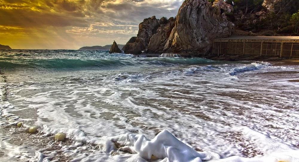 Espagne : Une touriste de 52 ans violée et tabassée par un trentenaire sur une plage nudiste