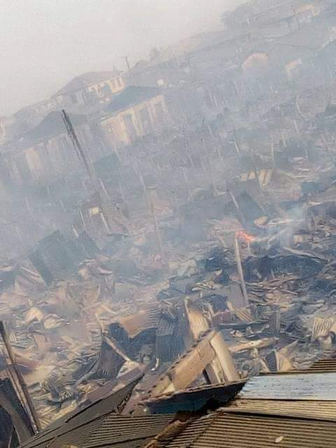 Early morning fire razes Akesan market in Oyo, lives, properties lost