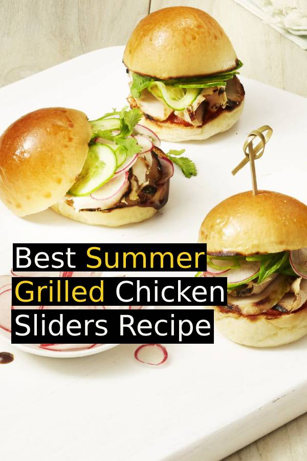 Best Summer Grilled Chicken Sliders Recipe - Come summer, burgers are a go-to dinner. These seasoned chicken minis, however, are perfect for lunch (or an afternoon snack). #grillingrecipe #grilled #freshrecipes #summerrecipe #summerfood #dish #maindish #chickenrecipe #slider #burger #burgerrecipe #sidedish #grilledchicken
