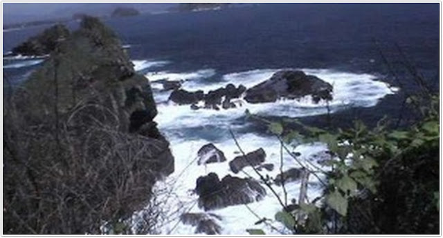 Pantai Watu Godek;10 Top Destinasi Wisata Lumajang