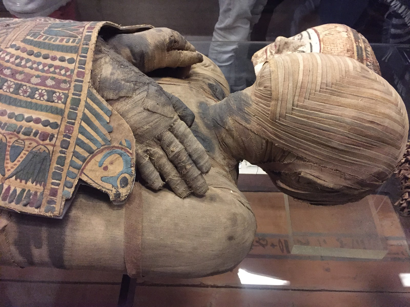 Revealing the neatly weaved face of Mummy @ Paris