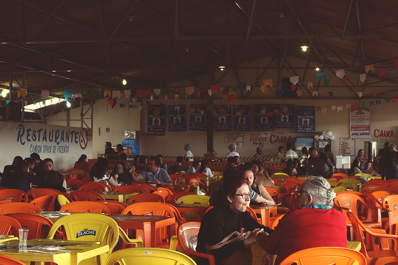 salão-praça-alimentação