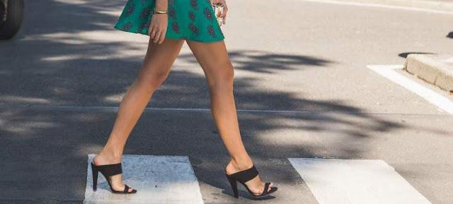 4 λόγοι για τους οποίους πρέπει να βγάζουμε τα παπούτσια με το που μπαίνουμε σπίτι