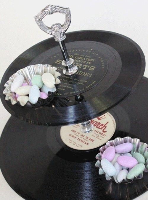 Nampan teh (tea tray) terbuat dari vinyl record.