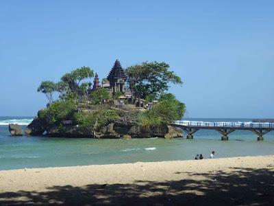 Objek Wisata Pantai Balekambang