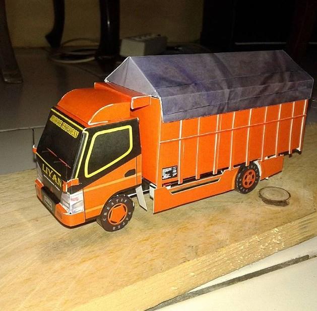 miniatur truk fuso canter mainan
