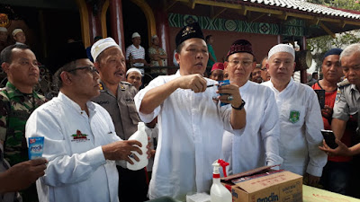 YHMCHI - PITI dan PWNU Jatim Ajari Bikin  Disinfektan Dan Semprot 1.000 Masjid