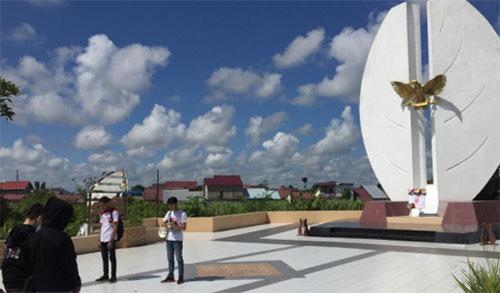 Honda West Borneo Community Mengheningkan Cipta di Makam Pahlawan