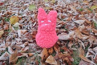 Miękki szydełkowy kotek maskotka